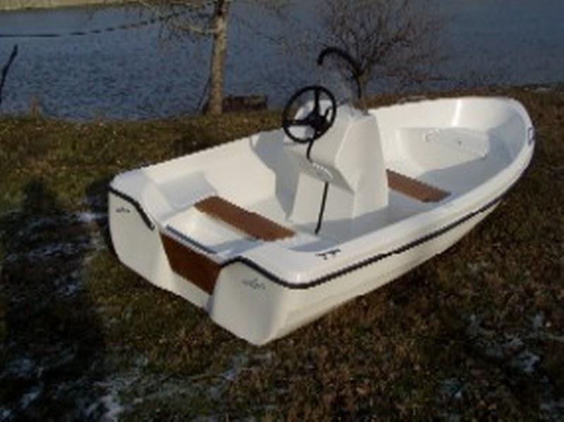 Sybill Weekend Boat SWB-04  kormányállásos kivitel